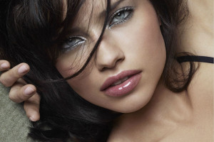 900x668px 5 Adriana Lima Eye Makeup Picture in Make Up