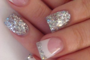 Nail , 6 Sparkly Nail Designs : Beautiful Silver Glitter Nails