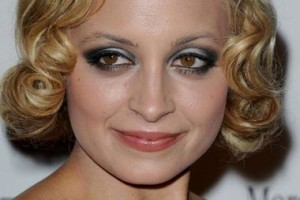 Make Up , 7 Raccoon Eyes Makeup : Eye Makeup Secrets Of The Stars