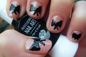 Nail , 7 Bow Nail Designs : Girly bow & spots nail design