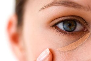 Make Up , 4 Makeup For Puffy Eyes : How to Hide Puffiness Under Eyes