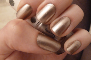 Nail , 6 Gold Nail Polish Ideas : Luxury Gold Metallic Nail Polish