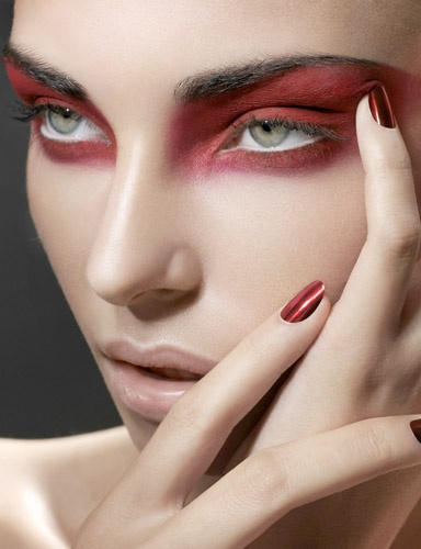 Red raccoon eyes : Woman Fashion - NicePriceSell.com Raccoon Eyes Makeup