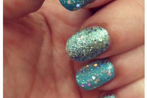 Nail , 6 Sparkly Nail Designs : Tender pink glitter nail design