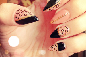 500x500px 7 Pointy Nails Design Picture in Nail