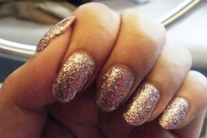 Nail , 6 Gold Nail Polish Ideas : glitter gold nail art polish