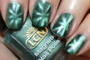 Nail , 8 Magnetic Nail Polish Designs : green magnetic nail polish