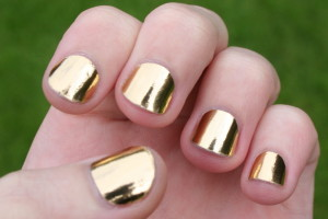 Nail , 6 Gold Nail Polish Ideas : lighting gold nails polish