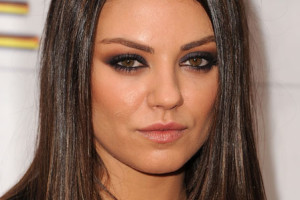 448x585px 5 Mila Kunis Eye Makeup Picture in Make Up