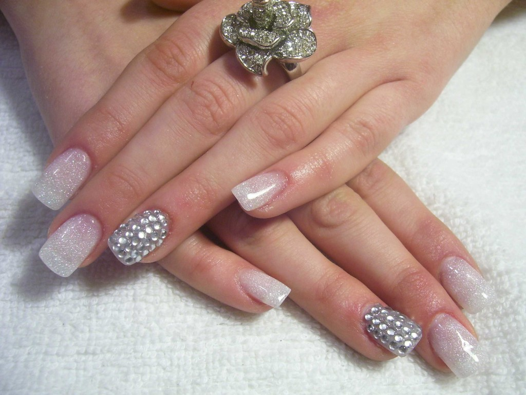 5 Nail Designs With Diamonds in Nail