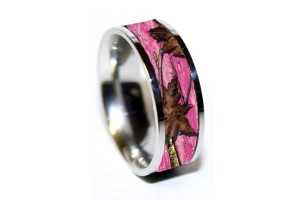 Wedding , Pink Camo Wedding Rings : pink-camo-wedding-rings-stone