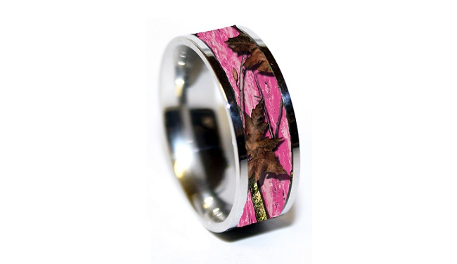 large 650 x 375 - Pink Camo Wedding Rings For Her