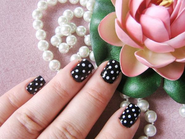 8 Polka Dot Nail Designs in Nail