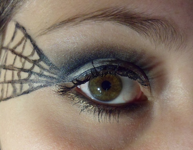 5 Spider Web Eye Makeup in Make Up