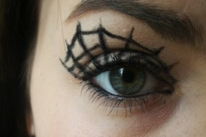 590x499px 5 Spider Web Eye Makeup Picture in Make Up