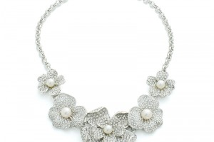 800x905px 6  Pearl And Crystal Necklace Picture in Jewelry