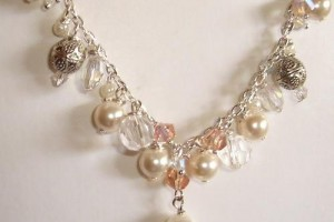 Jewelry , 6  Pearl And Crystal Necklace : MARYKAY - GENUINE SWAROVSKI PEARL, CRYSTAL AND CHARM NECKLACE