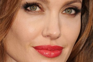 Make Up , 6 Eye Makeup For Angelina Jolie : All Things Frivolous: Oscars 2012 Make Up .. and earrings!