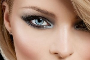 Make Up , 8 Eye Makeup For Blondes : Blue Smokey Eyes bride makeup