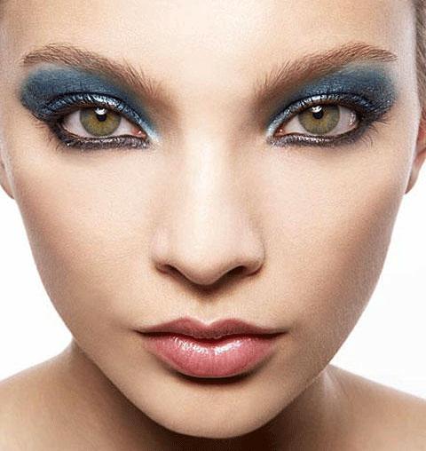 6 Cleopatra Eye Makeup in Nail