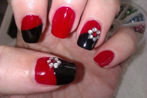 640x427px 6 Black Red Nail Design Picture in Nail