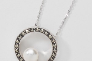 Jewelry , 6 Floating Pearl And Crystal Necklace : Floating Pearl Necklace