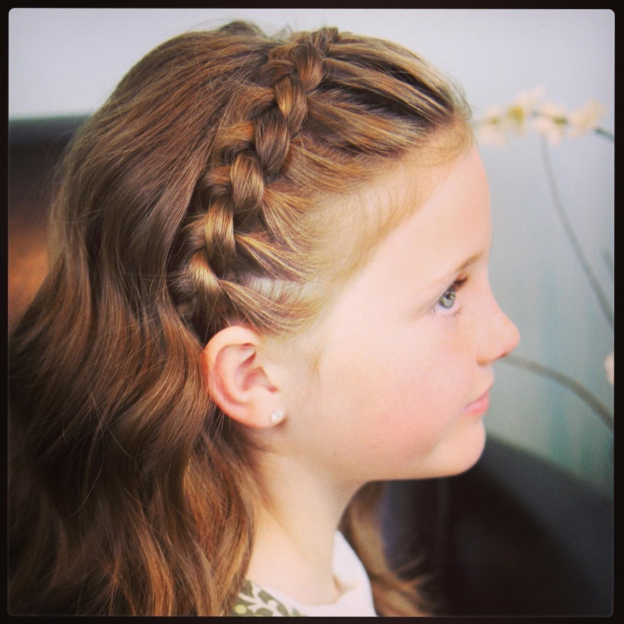 Ободок косичка из волос фото