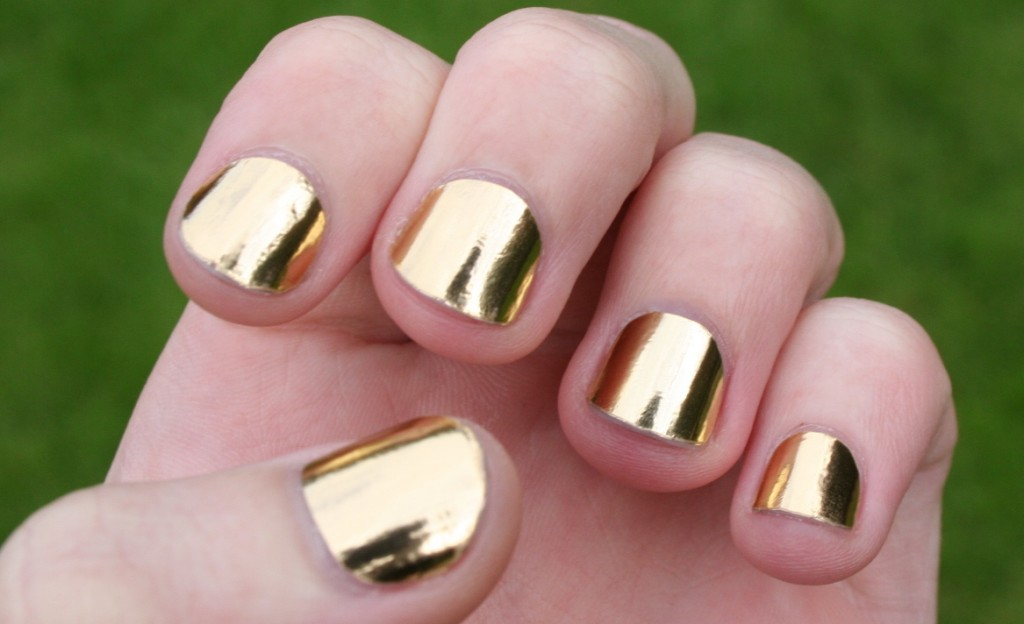 6 Gold Nail Polish Ideas in Nail