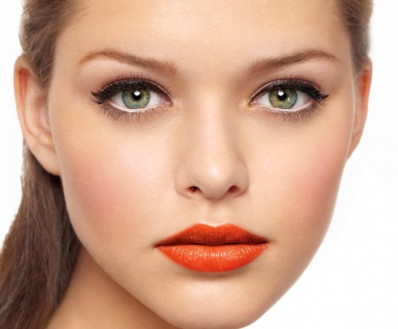 Make Up , 6 Makeup Tricks To Make Eyes Look Bigger : Usually Women Use The Eye Makeup To Make Their Small