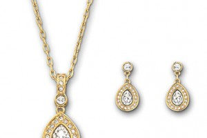 Jewelry , 6 Crystal Necklace And Earring Set : Necklace and Pierced Earrings Set