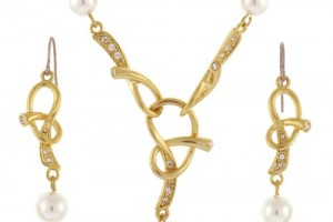 Jewelry , 6 Crystal Necklace And Earring Set : Pearl Crystal Adorned Twist Gold Plated