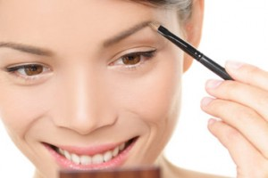 Make Up , 6 Makeup Tricks To Make Eyes Look Bigger : Tips to Make Your Eyes Look Bigger Photo 2