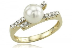 Jewelry , 12 Gold Diamond Ring : Yellow Gold Pearl and Diamond Ring