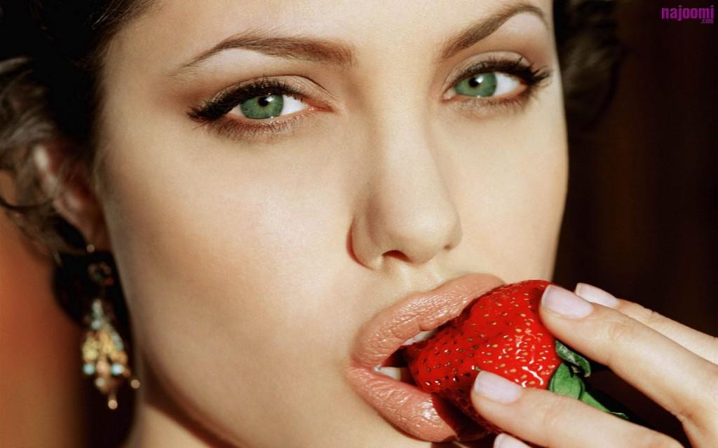 7 Eye Makeup For Angelina Jolie in Make Up