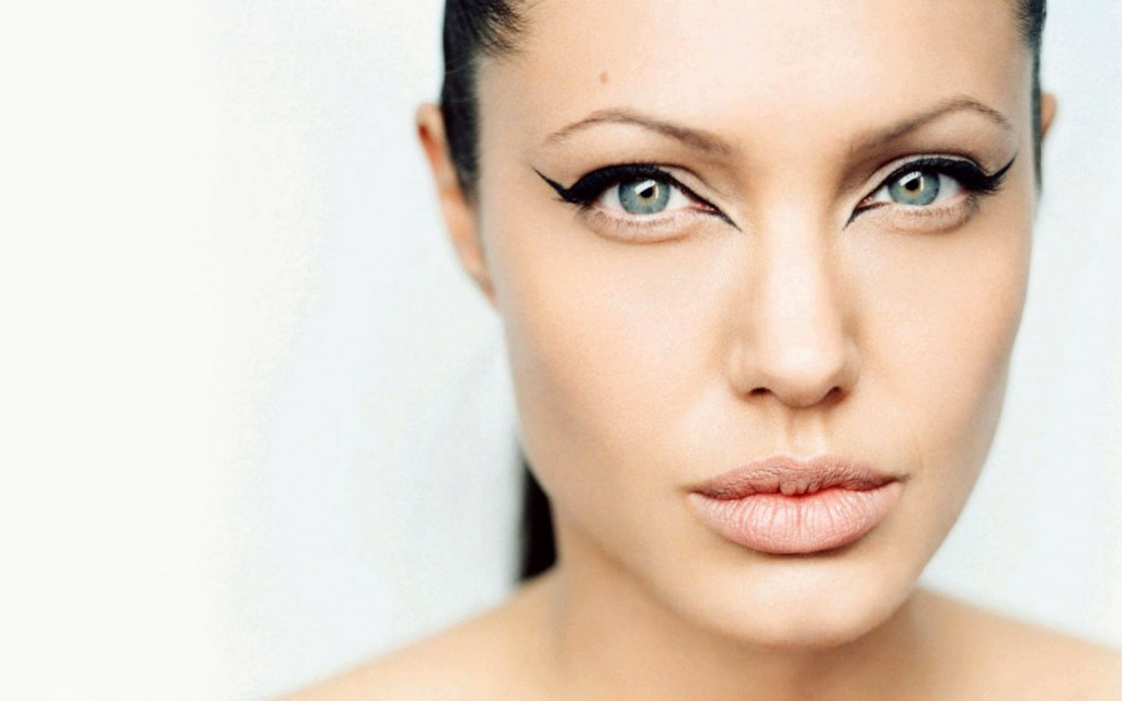6 Eye Makeup For Angelina Jolie in Make Up