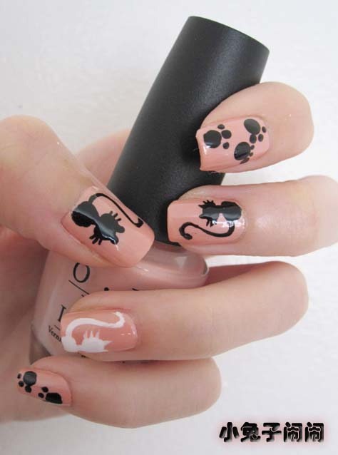 7 Black Kitty Nail Art in Nail