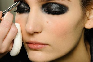 550x753px 7 Goth Eye Makeup Picture in Make Up