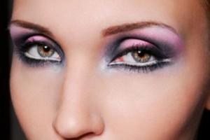 Make Up , 8 Makeup Tricks To Make Eyes Look Bigger : eye shadow make your eyes look bigger