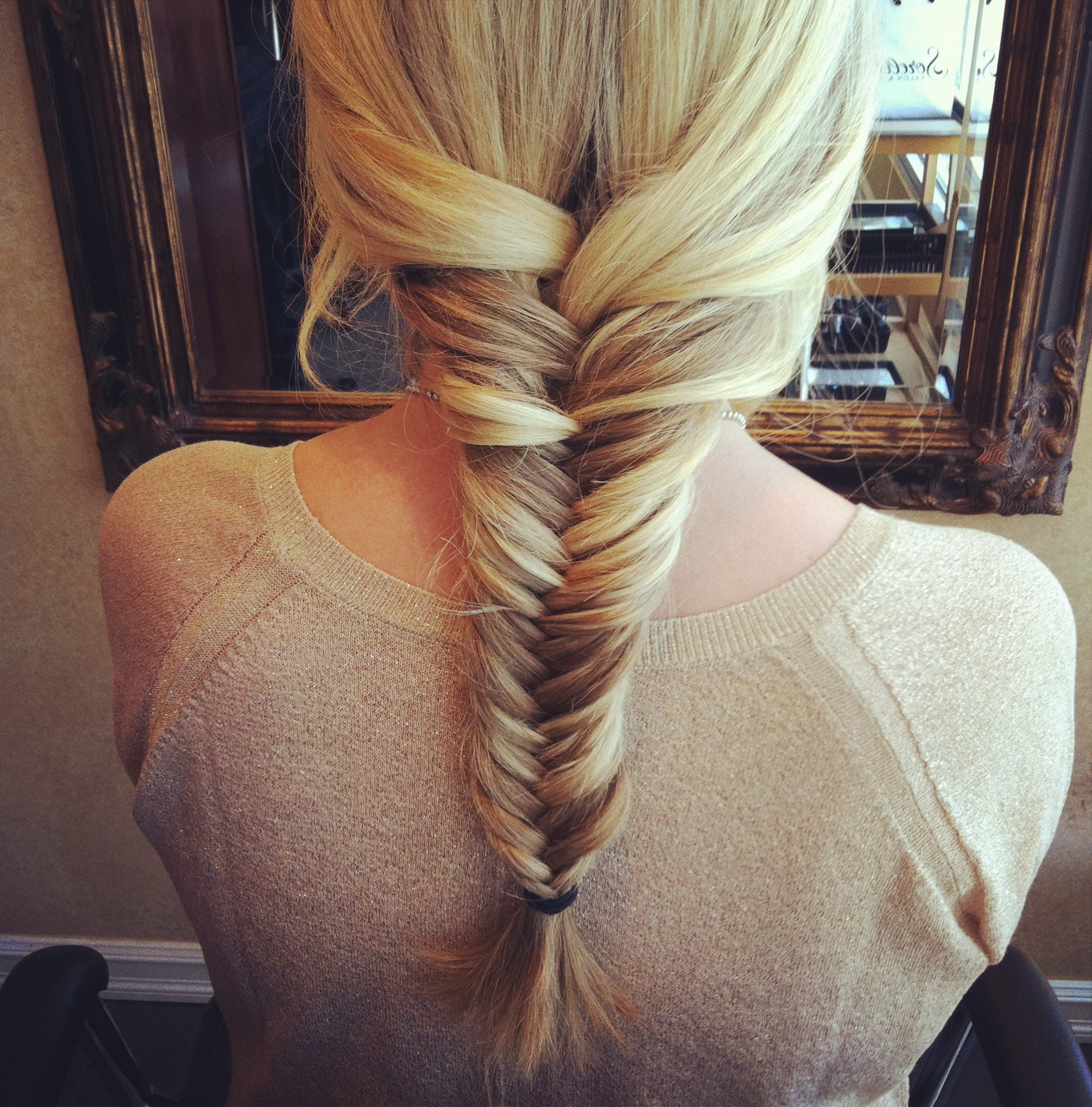 Braid bun hairstyles french fishtail braid tumblr for Fish tail hair
