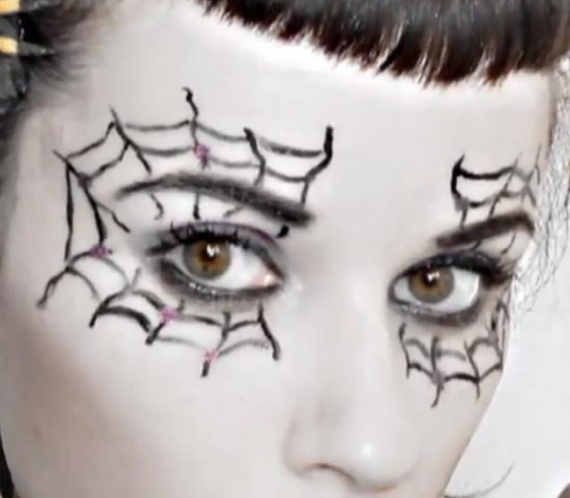 7 Spider Web Eye Makeup in Make Up