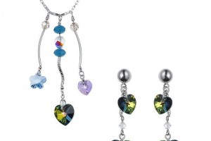 Jewelry , 6 Crystal Necklace And Earring Set : heart shaped crystal necklace and earrings set