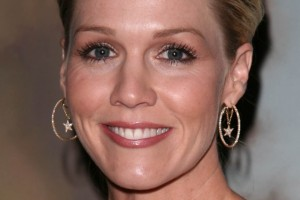 Hair Style , 7 Bun Dos Hairstyles : Celebrity Hairstyles News | Jennie Garths bun hairstyle