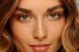 Make Up , 8 Makeup Tricks To Make Eyes Look Bigger :  makeup tricks to make blue eyes look bigger