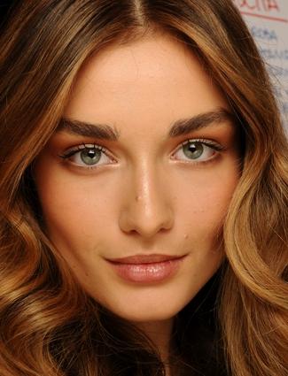 Makeup tricks to make eyes look bigger