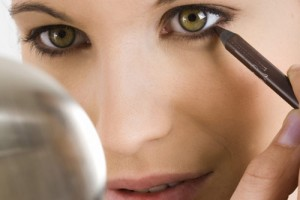 Make Up , 6 Makeup Tricks To Make Eyes Look Bigger : ... have small eyes, there are tricks you can use to make them seem bigger