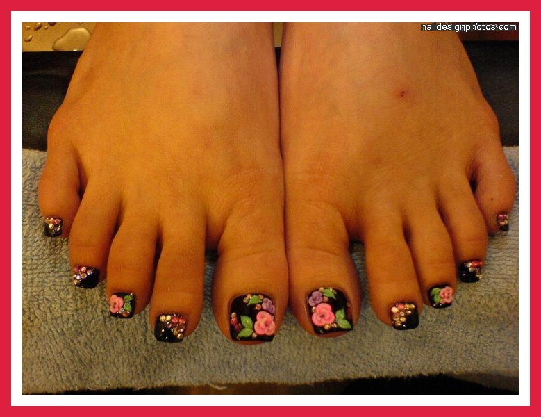 6 Easy Toe Nail Designs in Fashion