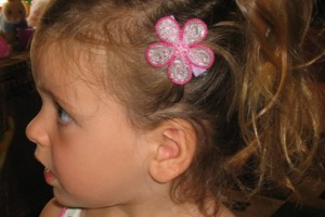 Hair Style , 5 Toddler Flower Girl Hairstyles : two flowers and ponytail from side