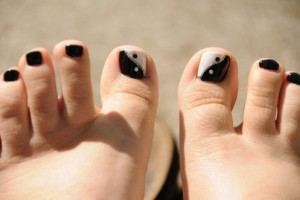 Nail , 6 Easy Toe Nail Designs : yin yang toenails designs