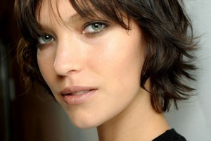 Hair Style , 8 Wonderful Hairstyles For Growing Out Short Hair : Growing Out Her Short Hair