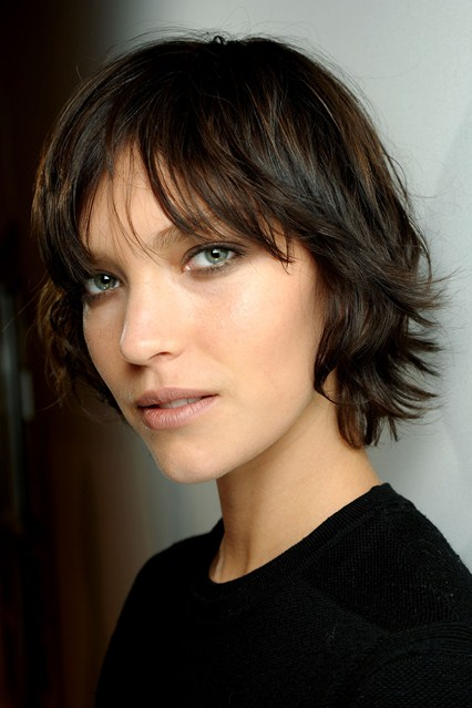 8 Wonderful Hairstyles For Growing Out Short Hair in Hair Style